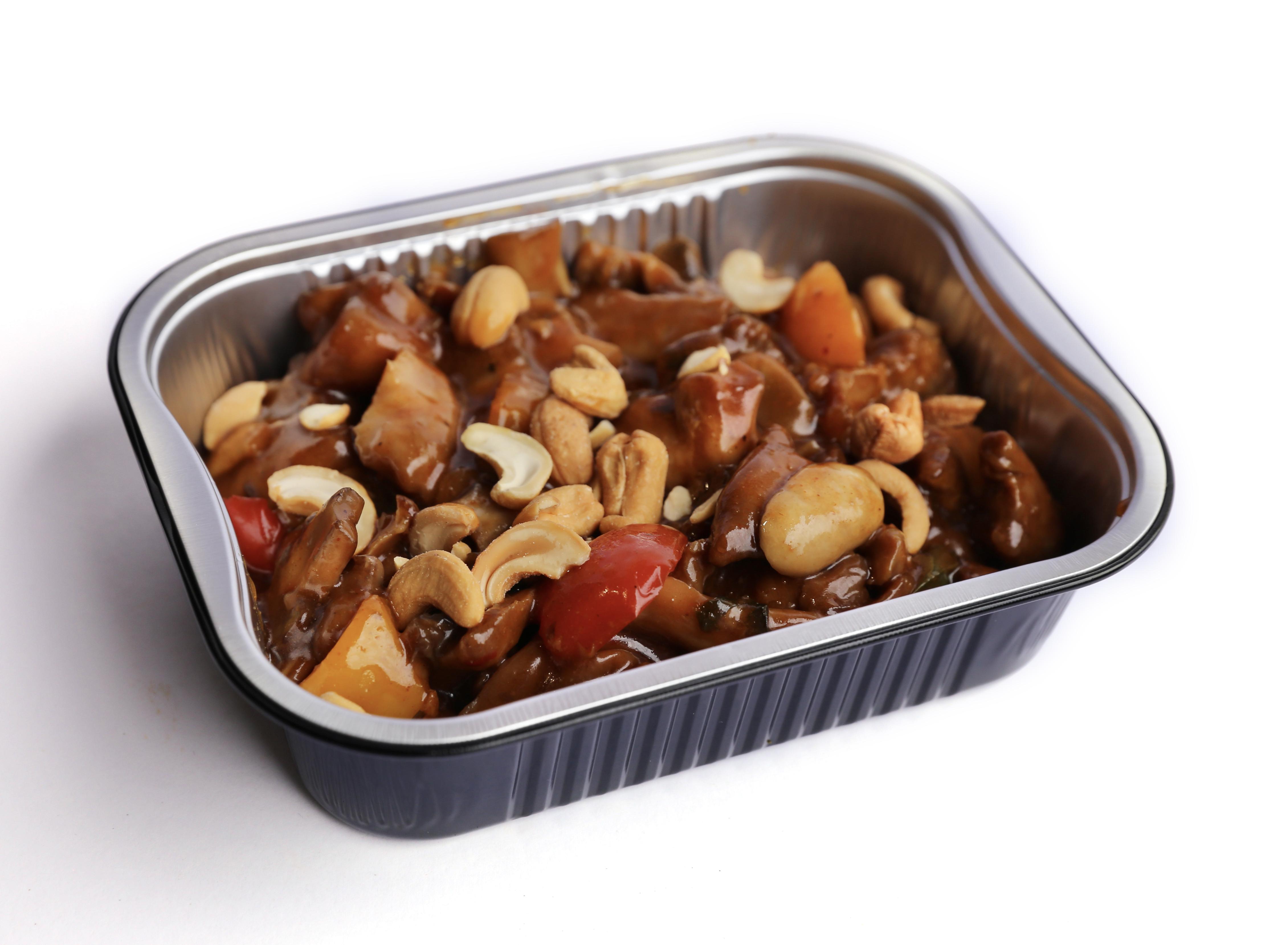 Kip met gewokte groenten en cashewnoten