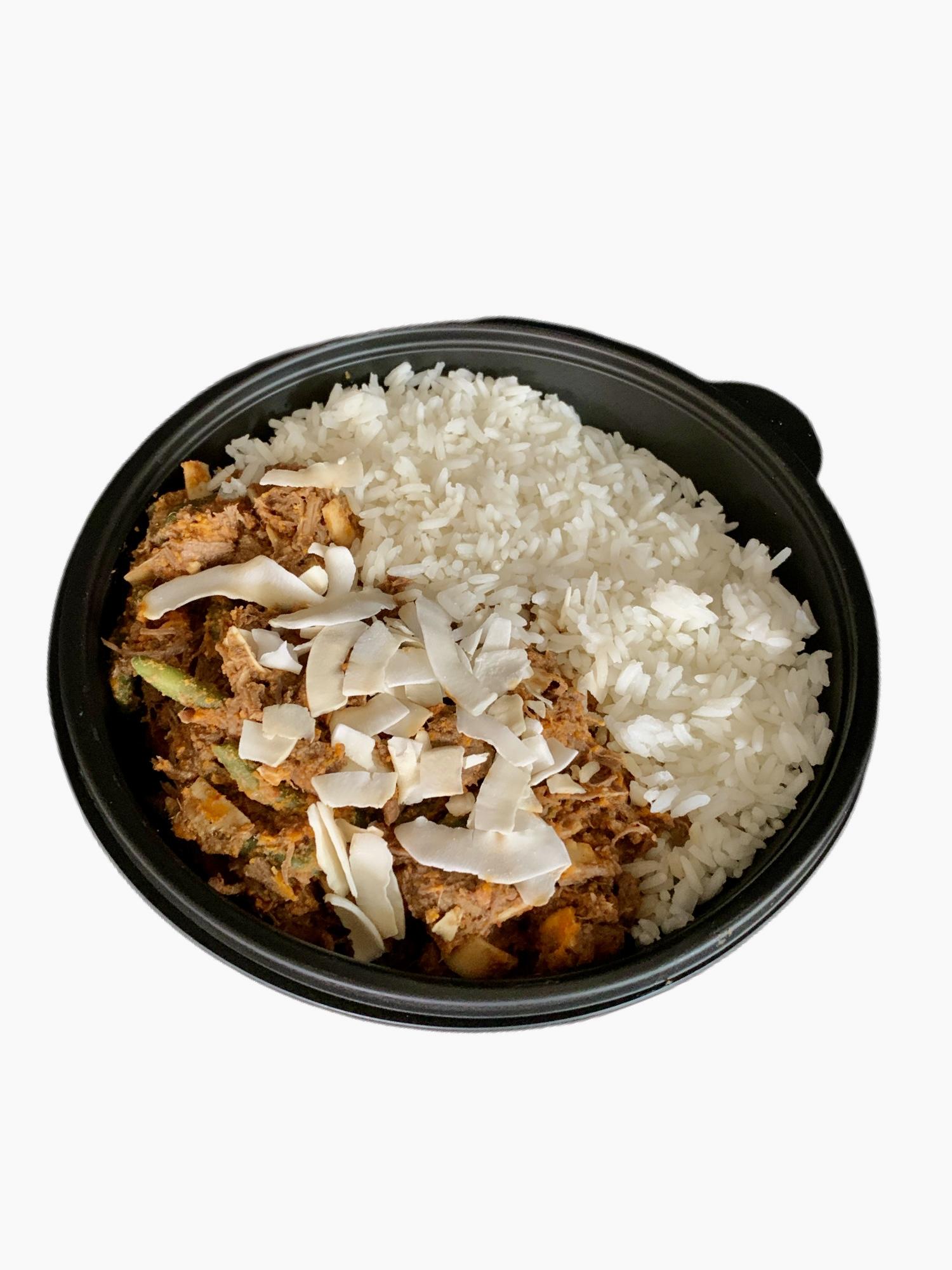 Maaltijd rundvleesstoofpotje met witte rijst